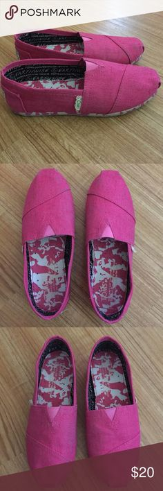 Girls pink Toms size 1.5 Girls pink Toms size 1.5 used condition. Toms Shoes Sneakers