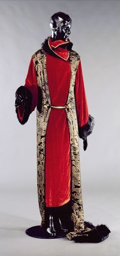 Paul Poiret - 1923 - Coat Sésostris big night - Red silk velvet - The discovery of Tutankhamun's tomb in 1922, revived the craze for Egypt, which is expressed in the title of this model - Palais Galliera, Museum of Fashion