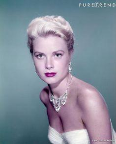 La Princesse Grace Kelly de Monaco portait toujours avec élégance les parures de Bijoux de la Maison Cartier.