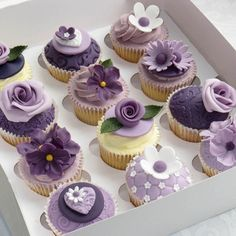 Leslie Rittler Lemke, These are the ones!!!  Shannen and I should play around with this sometime!  I can make roses out of buttercream!