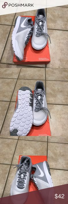 New Women Nike FLEX Experience sneakers 👟sz 9.5👟 New Women Nike Flex Experience sneakers 👟 Running 🏃 Women size 9.5 grey white 👟👟👟 Nike Shoes Sneakers