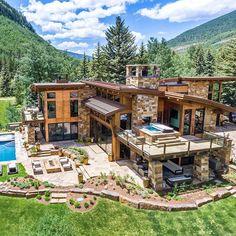 ✔ 52 most popular modern dream house exterior design ideas 36 > Fieltro. Dream Mansion, Dream House Exterior, House Goals, Log Homes, Modern House Design, My Dream Home, Dream Homes, Exterior Design, Modern Architecture