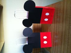 Mickey Mouse treat bags---another cute idea to pass out, maybe use this as a fundraiser, ask parents to buy one, fiied with a small suncreen, chapstick, bottled water, snacks (crackers,fruit snacks, mints, gum etc.) and if the are not going they could include a personal note/letters to their child (we could decorate a envelope with mickey ears for them to put the letter/note in)