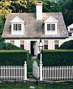 little cottage house with white picket fence. preferably the same cottage is in Southern California :D Cape Cod Cottage, Cozy Cottage, Cottage Homes, Colonial Cottage, Cottage Gardens, Dutch Colonial, Modern Cottage, Cottage Ideas, Cottage Living