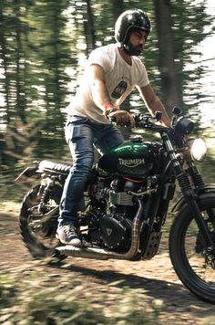 Never green. Only black or red if it's a ducati Triumph Scrambler, Scrambler Motorcycle, Triumph Motorcycles, Vintage Motorcycles, Custom Motorcycles, Bobber, Triumph Bonneville, Street Scrambler, Moto Cafe