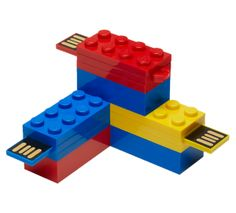 PNY has announced its latest brand licensing partnership with LEGO to release LEGO USB flash drive. Want to turn your USB drive into an amazing LEGO creation? New Gadgets, Cool Gadgets, Usb Drive, Usb Flash Drive, Everything Is Awesome, Lego Brick, Computer Accessories, Legos, Gift Guide