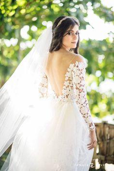 Vestido Carol Hungria escolhido por Manuella. O casamento de Manuella e Tiago, publicado no Euamocasamento.com. As fotos são de Renata Xavier. #euamocasamento #NoivasRio #Casabemcomvocê