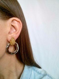 Gorgeous large 9cm silver tone wide chunky chain edge hoop earrings Big hoops
