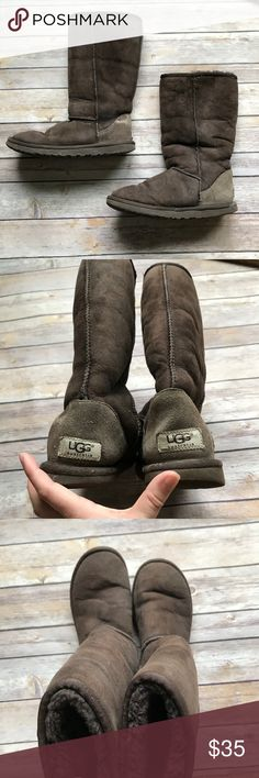 Brown Ugg Boots size 6 Great condition warm and cozy UGG Boots. There are some signs of wear and the soles are slightly worn. Still have a lot of life left! 💠From a clean and smoke free home!💠 Add to a bundle to get a private discount 💠 Discount ALWAYS Available on 2+ items💠 No trades, holds, modeling or transactions off of Poshmark.💠 UGG Shoes Winter & Rain Boots