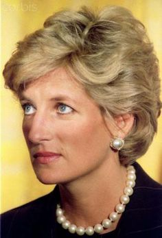 Princess Diana in America and her meeting with Hilary Clinton # clearly her flawless skin, good bone structure, cornflower blue eyes, no make up other than lipstick and mascara was needed.