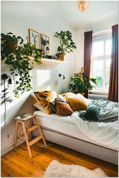 50+Our Favorite Boho Bedrooms (and How to Achieve the Look) fine Why Everybody Is Mistaken Regarding Our Favorite Boho Bedrooms (and How to Achieve the Look) and Why You Absolutely Must Read This Report The Battle O... Bedroom Apartment, Home Bedroom, Modern Bedroom, Contemporary Bedroom, Master Bedroom, Bedroom Furniture, Cozy Apartment Decor, Bedroom Vintage, Garden Bedroom