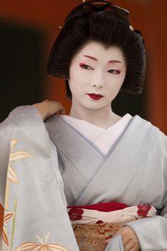芸妓さんと舞妓さんのブログ (Famous geiko Toshimana of Miyagawacho by ta_ta999...)