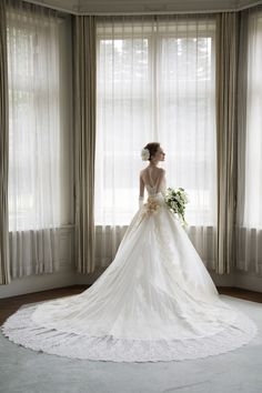 Ball Gown Wedding Dresses For Bride : 世界で着ミカドシルクのウェディングドレス White Wedding Gowns, Formal Wedding, Wedding Bride, Gown Wedding, Wedding Dress Accessories, Wedding Dress Styles, Bridal Portrait Poses, Wedding Images, Bridal Collection