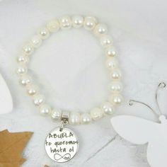 73d6a3c565e2 Pulsera elástica de perlas irregulares cultivadas de río con medalla  personalizada de zamak con baño de