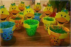 basteln mit kindern frühling fensterbilder Easy Easter Crafts, Spring Crafts For Kids, Easy Crafts, Flower Pot Crafts, Clay Pot Crafts, Primary School Art, Puppet Crafts, Craft Gifts, Kids And Parenting