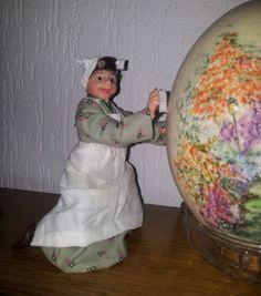 Dora aan de schoonmaak handgemaakt popje van fimo