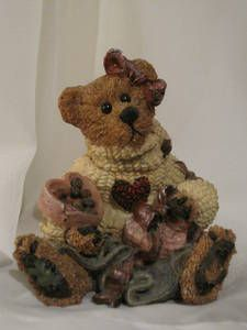 Boyds Bear Collectable-great for Valentines Day. Valentine Wishes, Valentines, Patriotic Bedroom, My Teddy Bear, Boyds Bears, Bear Doll, Selling Art, Stuffed Animals, Bunnies
