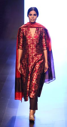 payalkhandwala - AW/2016 - Silk Brocade Kurta, Silk Culotte and Silk Dupatta
