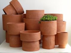 Current Obsessions: Signs of Spring - Gardenista Terracotta Flower Pots by Paula Greif Ceramic Clay, Ceramic Planters, Ceramic Pottery, Planter Pots, Clay Planter, Terracotta Flower Pots, Ceramic Flower Pots, Easy Plants To Grow, Deco Floral