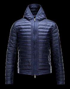 MONCLER CELESTIN  Moncler signe pour vous la veste doudoune de mi-saison.  Pendant la saison froide, elle peut également se glisser sous votre manteau pour une chaleur optimale.  €317, Jusqu'à -71%  Acheter maintenant: http://www.monclerfr.com/moncler-doudounes.html