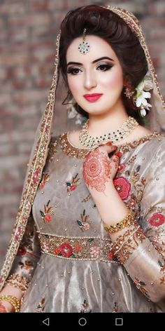 Trendy Bridal Dresses Simple In Pakistan 52 Ideas Pakistani Bridal Couture, Pakistani Bridal Makeup, Bridal Mehndi Dresses, Bridal Dress Design, Pakistani Wedding Dresses, Bridal Outfits, Bridal Style, Anarkali Bridal, Indian Anarkali