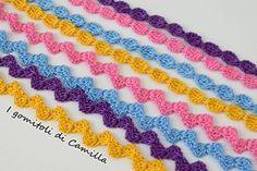 Ecco un lavoretto semplicissimo da realizzare sotto l'ombrellone: cordini semplicissimi a uncinetto per bracciali, bretelle o cinture. Spiegazioni e schema. Crochet Borders, Crochet Stitches, Crochet Patterns, Crochet Cord, I Cord, Diy And Crafts, Crochet Necklace, Ribbon, Knitting