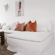 Boho vibes à la @patricija featuring an #IKEA Söderhamn sofa with a Bemz Loose Fit cover in Absolute White Rosendal linen #BemzDesign