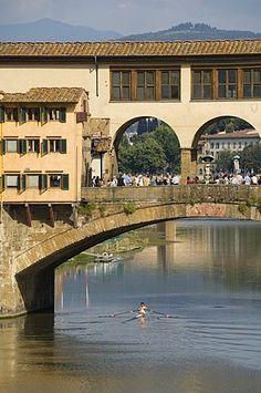 Ponte Vecchio, el famoso puente sobre el río Arno, Florencia (Firenze), Toscana, Italia, Europa