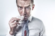 Struggle with food cravings? Discover the 7 things that your food cravings are trying to tell you. Jai Faim, Misophonia, Arthritis Diet, Nutrition, Binge Eating, Trust Issues, Weight Loss Diet Plan, Piece Of Cakes, Best Diets
