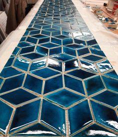Veľké diamantové obkladačky, ktoré už skrášľujú kaviareň v Modre Contemporary, Rugs, Home Decor, Farmhouse Rugs, Decoration Home, Room Decor, Home Interior Design, Rug, Home Decoration