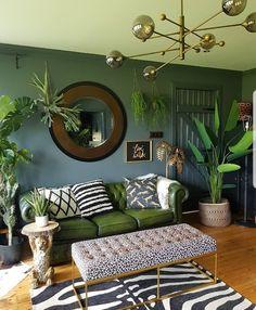 Dark Living Rooms, Living Room Green, Green Rooms, Cozy Living, Jungle Living Room Decor, Jungle Room, Bedroom Green, Interior Decorating, Interior Design