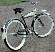 Schwinn Panther Retro Bicycle, Old Bicycle, Old Bikes, Retro Bikes, Beach Cruiser Bikes, Cruiser Bicycle, Beach Cruisers, Tricycle, Bici Retro
