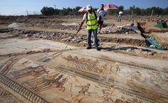 rare-roman-mosaic-chariot-race-cyprus_5