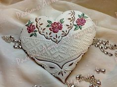Heart with lace and roses     http://mak11.livemaster.ru