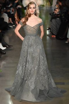 Elie Saab Spring 2015 Couture Fashion Show Collection: See the complete Elie Saab Spring 2015 Couture collection. Look 9 Haute Couture Paris, Elie Saab Couture, Spring Couture, Juicy Couture, Style Couture, Couture Fashion, Fashion Show, Paris Fashion, Uk Fashion