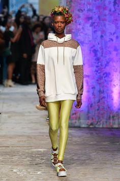 Tatras Prêt-À-Porter Printemps-Été 2020 - Défilé | Vogue Paris Vogue Paris, Order Checks, Paris Shows, Mannequins, Fashion Show, Paris Fashion, Harajuku, Spring Summer, Formal