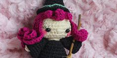 Patrón gratuito para hacer esta preciosa bruja de crochet Big Hero 6, Amigurumi Doll, Mini, Spiderman, Free Pattern, Pikachu, Cactus, Witch, Winter Hats