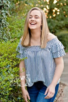 Senior pictures laughing pose for girls what to wear for senior pictures Senior Photography, Photography Ideas, Girls Blouse, Kitenge, College Graduation, Girl Poses, Senior Pictures, Portrait Photographers, Laughing
