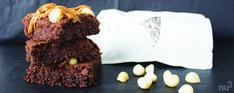 Brownie maison vegan - Un brownie maison moelleux et végan, cela vous tente ? N'attendez plus avec cette délicieuse recette à base d'ingrédients naturels. La texture est fondante et moelleuse grâce aux graines de chia qui se substituent parfaitement à l'oeuf et constitue un excellent liant vegan. Un pur délice ! - de graines de