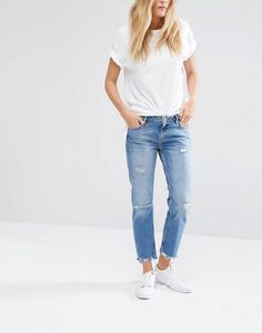After years of plain skinny jeans taking over everything, the fashion world has finally been having some fun with denim the past few seasons. Throwbacks like high-waist mom jeans, flared denim, and wide-leg pants have come back into style. Comfy boyfriend jeans and trendy destroyed jeans have been huge. This spring and summer, we can add something else to the list: frayed hem jeans, which have become super popular in the last few weeks, and will probably stick around for a while.