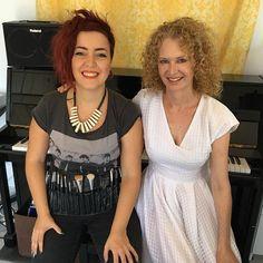 La chica que me pone guapa para la camera! With my makeup artist Marta @mashringo #makeup #documentary #makeupartist #singer #Malaga #camera