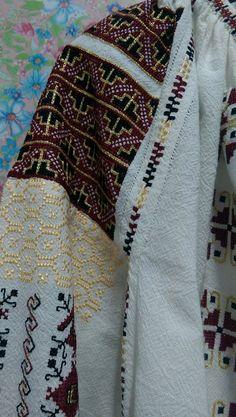 Cross Stitch, Costumes, Fashion, Bricolage, Moda, Punto De Cruz, Dress Up Clothes, Fashion Styles, Seed Stitch