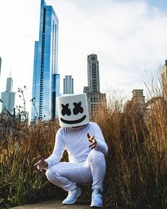 Raindrop Droptop Mello got a helmet on his top top (marshmallow singer) Marshmello Helmet, Marshmello Dj, Alan Walker, Wallpaper Downloads, Wallpaper Backgrounds, Marshmallow Pictures, Nothing But The Beat, Itslopez, Homescreen Wallpaper