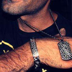 És apaixonado por Rock? Então, este conjunto fio e pulseira são perfeitos para ti! Vai a www.hassu.pt e escolhe já as tuas jóias em Aço 316L! #UmAmorDeHassu