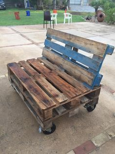 Upcycled Shipping Pallet Ideas | Pallet Furniture Projects. by palletfurnitureprojects