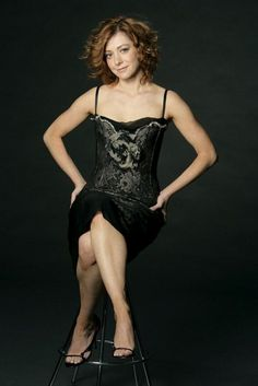 Alyson Hannigan is an actress known as Willow Rosenberg in Buffy the Vampire Slayer, How I Met Your Mother and American Pie movie universe. Hottest Female Celebrities, Beautiful Celebrities, Beautiful Actresses, American Pie, Buffy, Seinfeld, Alyson Hannigan Bikini, Bollywood, Stewart