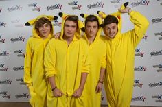 I wanna give them a big big kiss Josh Cuthbert, George Shelley, New Pokemon Game, Big Kiss, New Bands, Latest Celebrity News, Fashion And Beauty Tips, Fashion Tv, 1d And 5sos