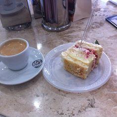 Vai ter bolo logo cedo SIM. #sodie  #bolodasodie #café #espresso #instafood by samanthaweather