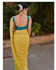 Best 12 March, on insta: Lot of people have asked, msged me or dropped me mail about this handwoven Banarsi georgette chiffon saree .I always do not repeat my designs because it is difficult to get the same colour and same work also…. Saree Blouse Neck Designs, Fancy Blouse Designs, Saree Blouse Patterns, Sari Design, Chiffon Saree, Banarsi Saree, Cotton Saree, Chiffon Dress, Silk Sarees