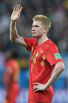 Belgium's midfielder Kevin De Bruyne greets the fans after the Russia 2018 World Cup semifinal football match between France and Belgium at the Saint. Football Match, Football Soccer, Football Players, Manchester City, Message For Dad, Messi And Ronaldo, Soccer Pictures, Chelsea Fc, Fifa World Cup